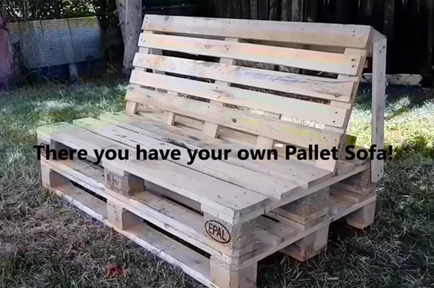 Fabriquer sofa canape avec des palettes de bois tuto maison jardin astuce - Canape jardin palette ...